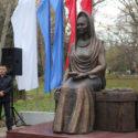 Памятник Фазу Алиевой открыт в Махачкале
